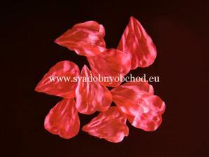 lupienky ako dekoracia nebudu chybat...rovnako ako cervene kamienky a perie :)
