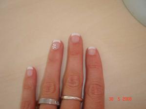 ....takhle budou vypadat moje nehty na svatbu