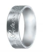 asi to bude snubní prsten z bílého zlata, necháme se překvapit