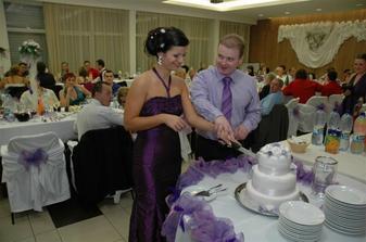krajanie svadobnej torticky, bola mnam