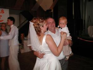tanecek s tatinkem a nasim nejmensim synovcem..