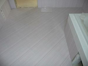 podlaha v koupelně...