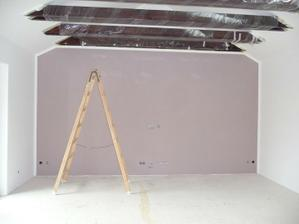 vymalovaný obývací pokoj, na barevné zdi bude tv.....