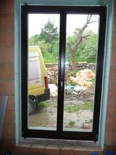 Balkonové okno v přízemí- tady jsme meli mít původně ložnici,ale nakonec si ji uděláme nahoře, ať tam děti nejsou samy