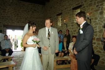 """Předání nevěsty - taťka mě """"prodal"""" za litr slivovice:o("""
