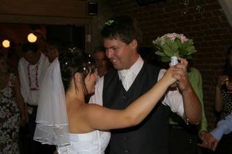 Náš první tanec. Ani nevím, co nám hráli...nějaký valčík, ale jaký...?
