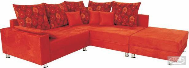 aka farba na stenu by isla k tejto sedacke? chcem nieco moderne, co by sa hodilo, no oranzova by uz bola prehnana? a co nabytok? z bledeho dreva kombinobany s ciernou, biely leskly nabytok ci slivka s bielou? Poradte prosim.
