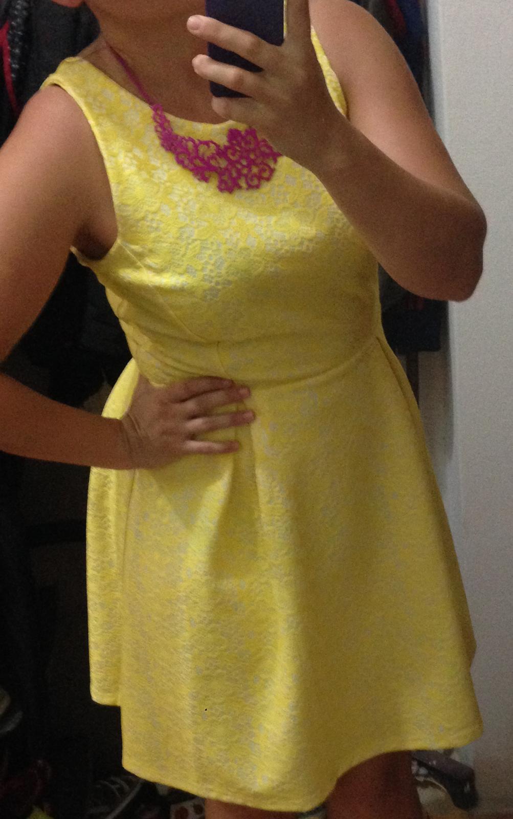 Žiarivé šaty - Obrázok č. 1