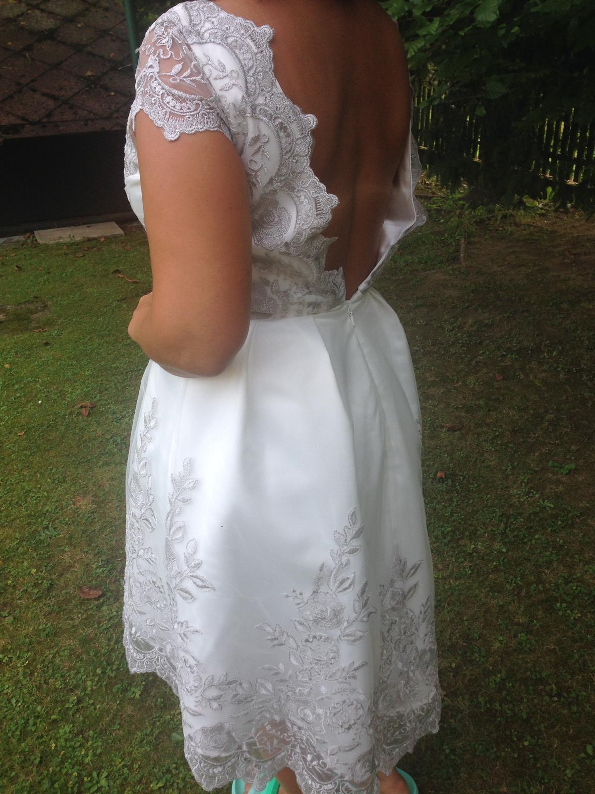 Popolnočné bielo-strieborné šaty - Obrázok č. 3