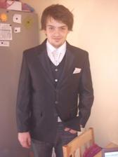 Můj budoucí muž v novém obleku,zatím bez kalhot :-)