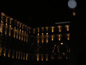 noční romantika ve Varech