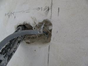 Schovane prekvapenie... nahodou som zistil, ze mi narezali kabel. Dufam, ze takychto prekvapeni mi nenechali viac.