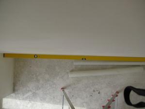 taketo priehlbiny urobili na stenach uzsich ako 2m, lebo ako sa obhajili, nemali kratsiu stahovaciu latu