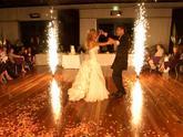 Interiérová pyrotechnika pre mladomanželský tanec