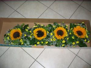 krásné slunečnice na stůl