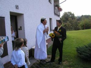 falešná nevěsta číhala na ženicha - skoro ho ukecala, když i dřevo naštípe...