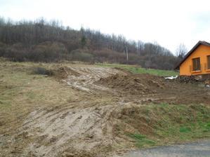 12.4.2012 - prečo by nám nevyšli zemné práce práve na deň, keď sa pustilo pršať :-(