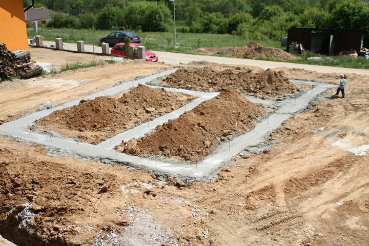 Náš chalupársky sen (Alfa 105) - 19.5.2012 zaklady su zaliate