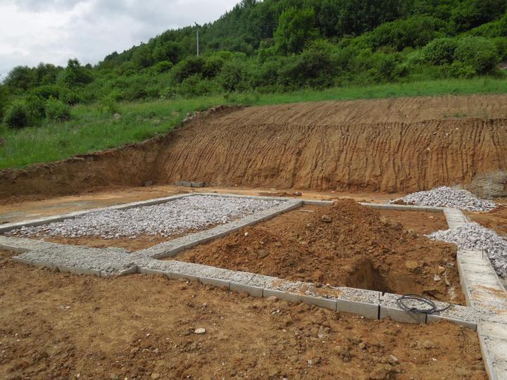Náš chalupársky sen (Alfa 105) - 9.6.2012 - pripravy na dokoncenie zakladov
