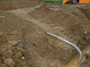 9.6.2012 - pripravene pre elektrikarov na pripojenie