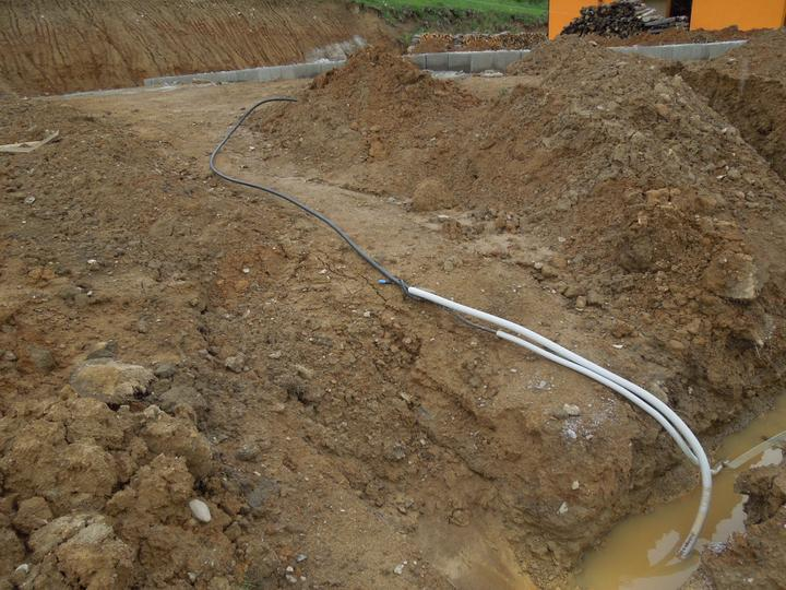 Náš chalupársky sen (Alfa 105) - 9.6.2012 - pripravene pre elektrikarov na pripojenie