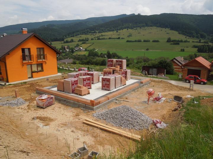 Náš chalupársky sen (Alfa 105) - 29.6.2012 zakladáme prvý rad