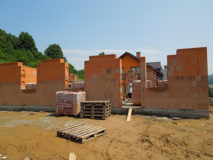 Náš chalupársky sen (Alfa 105) - 7.7.2012 ďalší týždeň sa dorobia preklady a priečky a nastupujú tesári