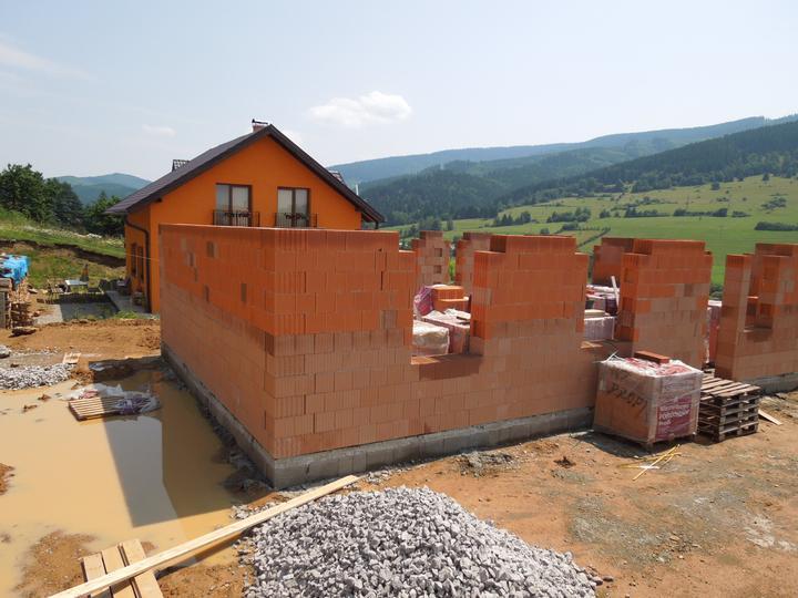 Náš chalupársky sen (Alfa 105) - 7.7.2012 už to máme aj s bazénom za chalupou