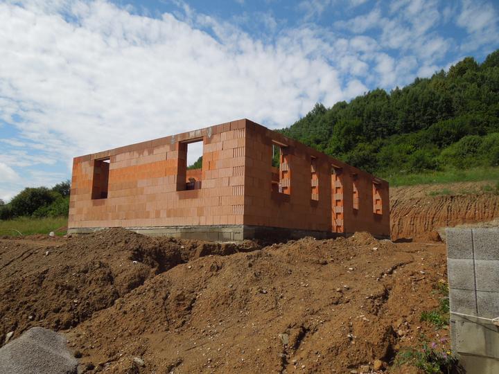 Náš chalupársky sen (Alfa 105) - 14.7.2012 východná strana, vstup do domu