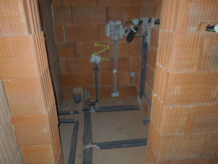 Náš chalupársky sen (Alfa 105) - vodársko-elektrikárska spleť vo WC s kotlom
