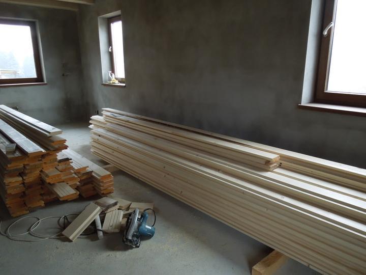 Náš chalupársky sen (Alfa 105) - 2.12.2012 plná obývačka dreva - dúfam, že v stredu už bude na strope :-)