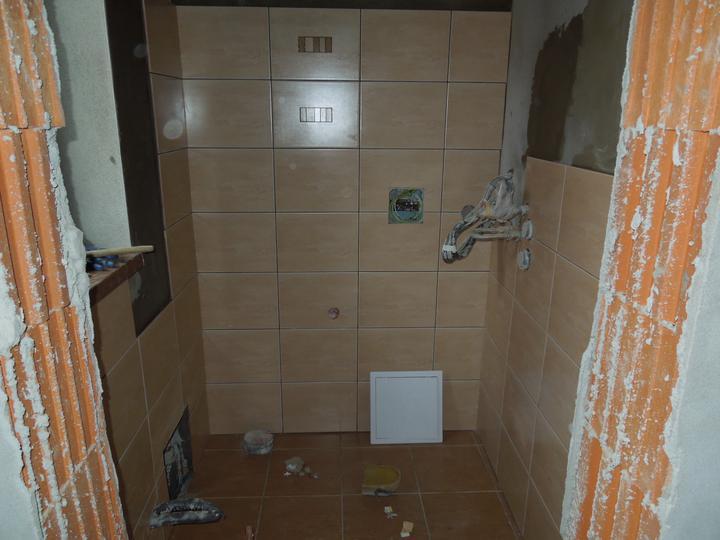 Náš chalupársky sen (Alfa 105) - 2.12.2012 už sa črtá aj obklad vo WC