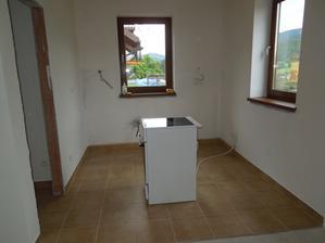 1.6.2013 aj kuchyňa je už vydláždená, ešte chýba obklad na stenu