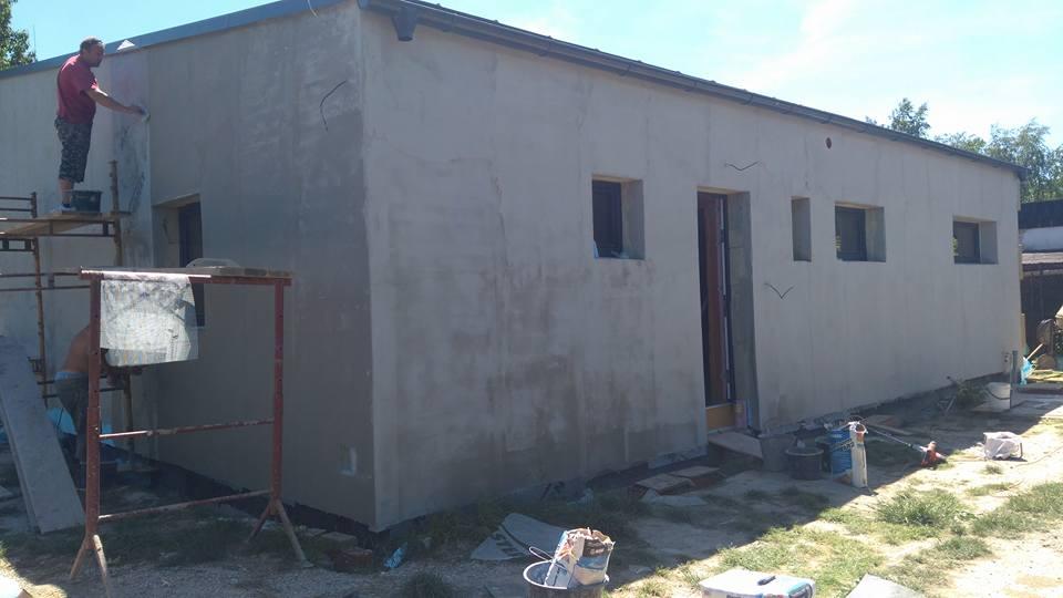 bungalof pri ceresni - Dve steny su zateplene