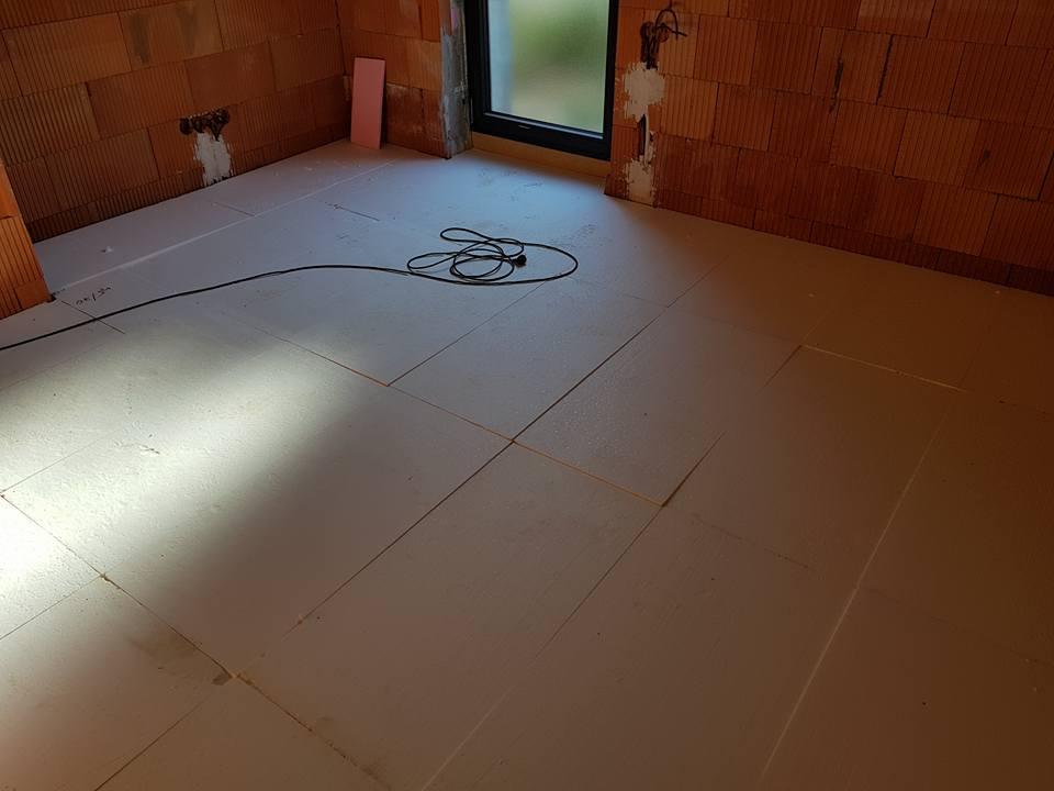 bungalof pri ceresni - Zateplujem podlahu 6 a 10cm EPS100