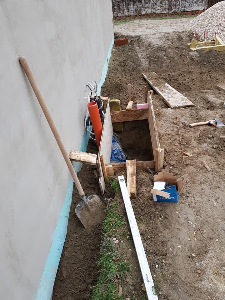 bungalof pri ceresni - Zaklad pod vonkajšiu jednotku tepelného čerpadla