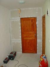 Pondelok rano : Strenu treba pred malovanim uz len obrusit a natret penetracnym naterom