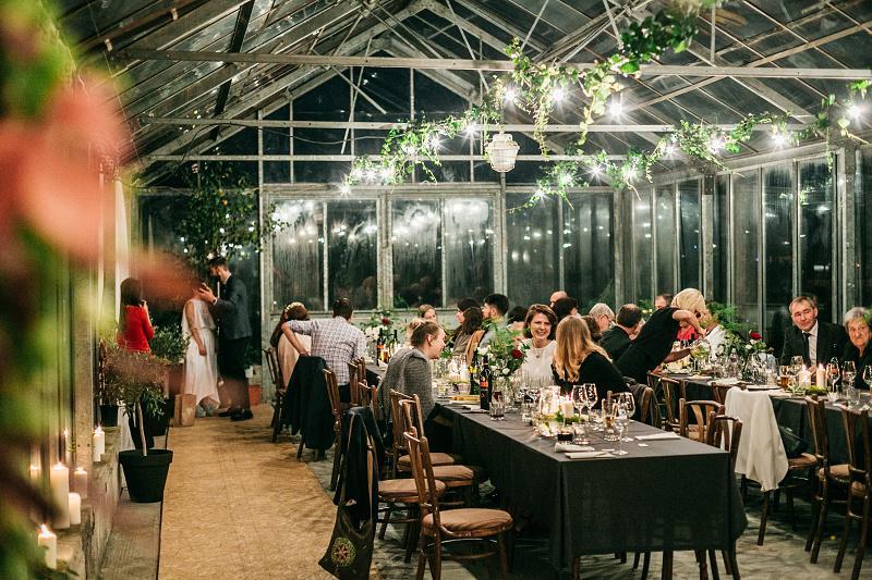Minulý rok som bol priateľom na krásnej svadbe - v skleníku. Zážitok naživo aj na fotkách :-) http://www.petermeciar.sk/n-j - Obrázok č. 1