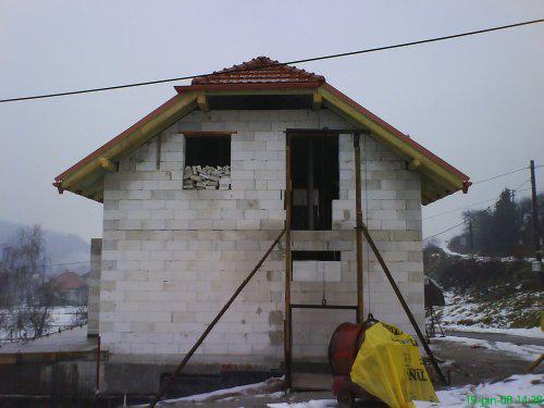 Náš domček I - hrubá stavba - tak zo vsetkych stran