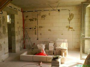 rozvody kurenia a elektriky, zaciname stavat ostrovcek v kuchyni