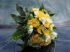 ak to budú ruže tak určite žlté, a niečo pekné k tomu, napr. frézie