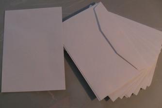Obálky som zohnala len takéto, nechcela som tie samolepiace ale také klasické. Tie sa vraj už ale nevyrábajú takže toto je taký kompromis