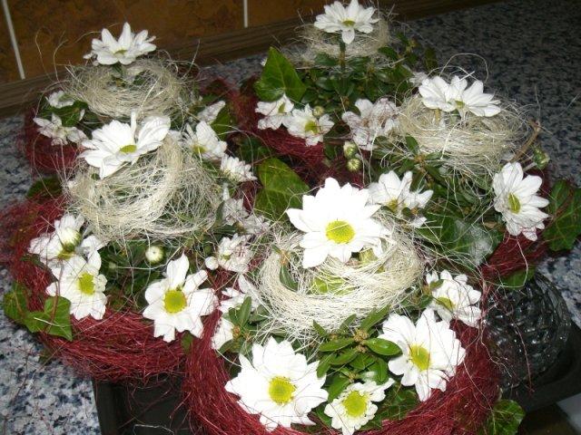 Takéto kytičky som urobila na svadobné stoly