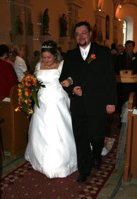Alexandra{{_AND_}}Ivan - a je po všetkom... pri odchode z kostola sme mali aj bublinky, to bolo prekvapenie od nášho zboru
