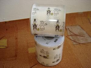 no  toto když jsem viděla-svatební toaletní papír- musela sem se smát a  mít ho ,aby se zasmáli i ostatní se mnou, nemá chybu! obj. jsme si jen dva, na wc knám a ke tchýni domů ,-)