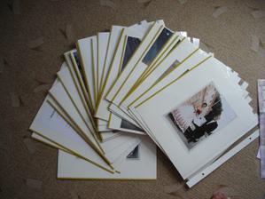 a toto jsou konečně naše fotky poskládané,seřazené a je jich celkem kolem 60listů ,-) dvě albíčka