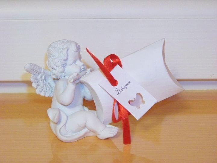 Step by step.... - toto bude darcek pre hosti....ten anjelik nie, ten je len pre fotograficke ucely...:D krabicka bude naplnena asi lentilkami...:)