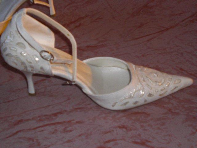 Moje predstavy a 25.10.08 skutočnosť - moje svadobné topánočky
