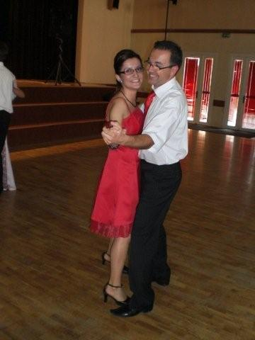Moje predstavy a 25.10.08 skutočnosť - my dvaja na majovej svadbe,to sme mali taku malu rozcvičku na tu našu svadbu .. :))