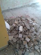 demolice pokračují vedle v pokoji už se buduje :-)